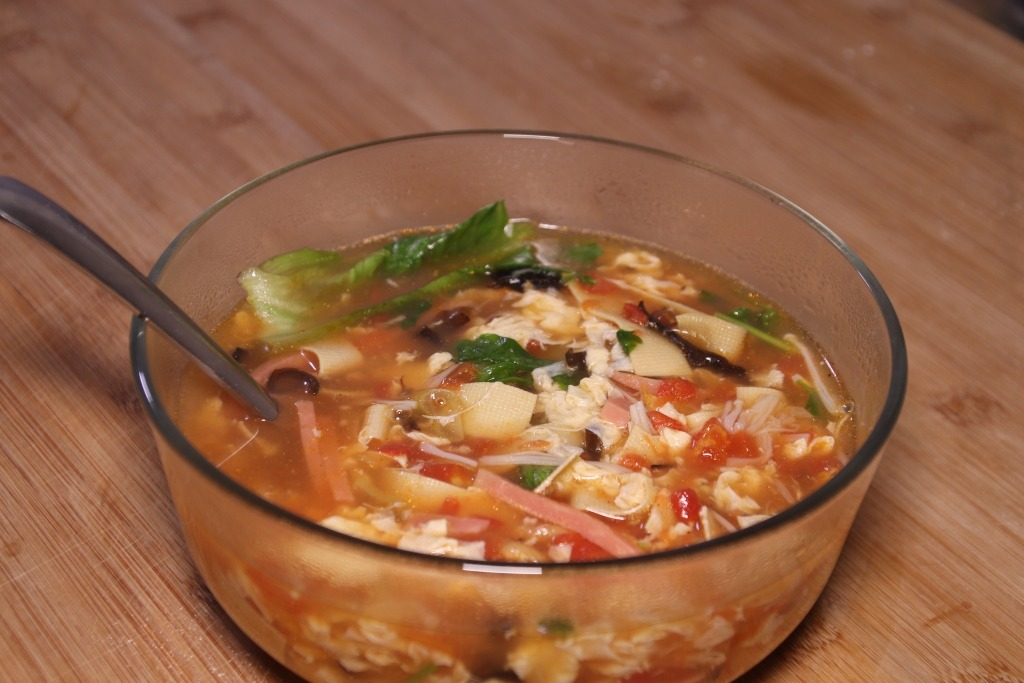 Пересолила суп – исправляем картошкой